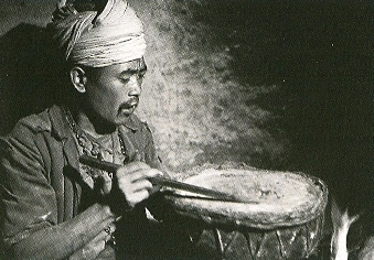 Divination au tambour (Népal)